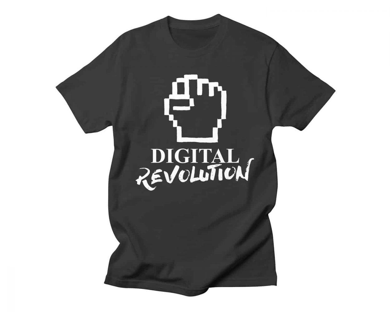 Camiseta negra con diseño Digital Revolution. Moda geek, internet y tecnología.