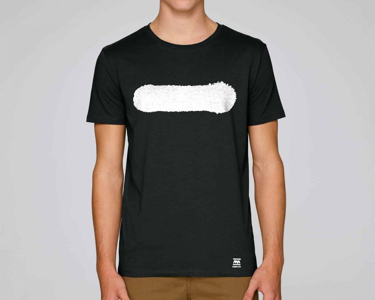 Camiseta negra urbana y minimalista con un dibujo de una raya. Techno y música house. Estilo richie hawtin.